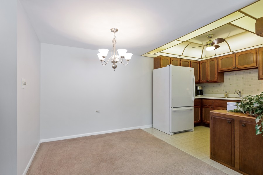 Real Estate Photography - 5540 Walnut Ave, 7C, Downers Grove, IL, 60515 - Dining Area