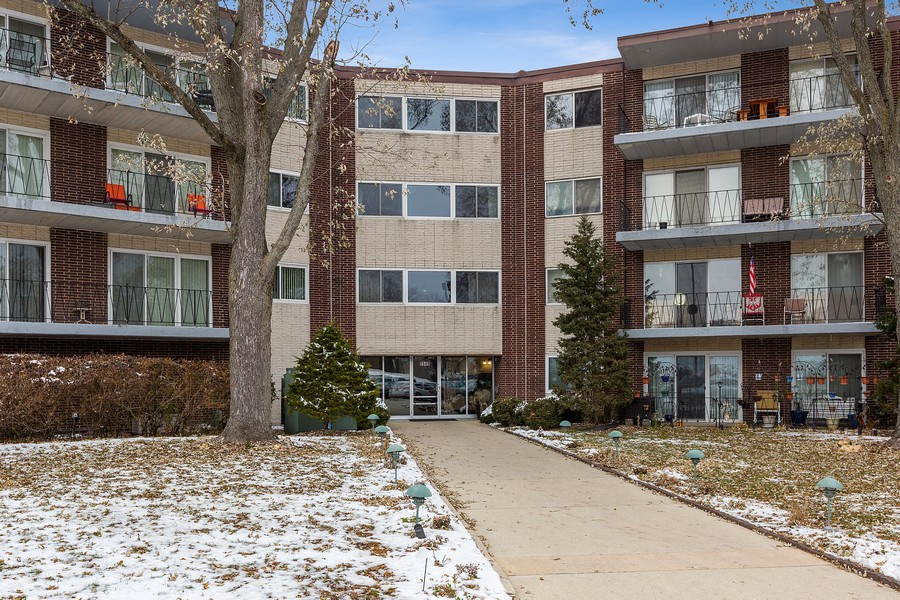 Real Estate Photography - 5540 Walnut Ave, 7C, Downers Grove, IL, 60515 - Front View