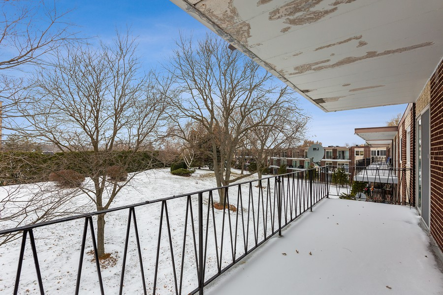 Real Estate Photography - 5540 Walnut Ave, 7C, Downers Grove, IL, 60515 - Balcony