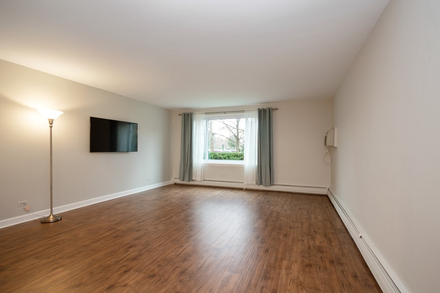 Real Estate Photography - 1116 S New Wilke Rd, Unit 109, Arlington Heights, IL, 60005 - Living Room