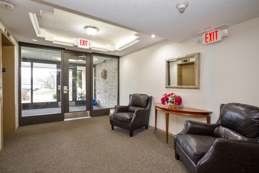 Real Estate Photography - 1116 S New Wilke Rd, Unit 109, Arlington Heights, IL, 60005 - Lobby
