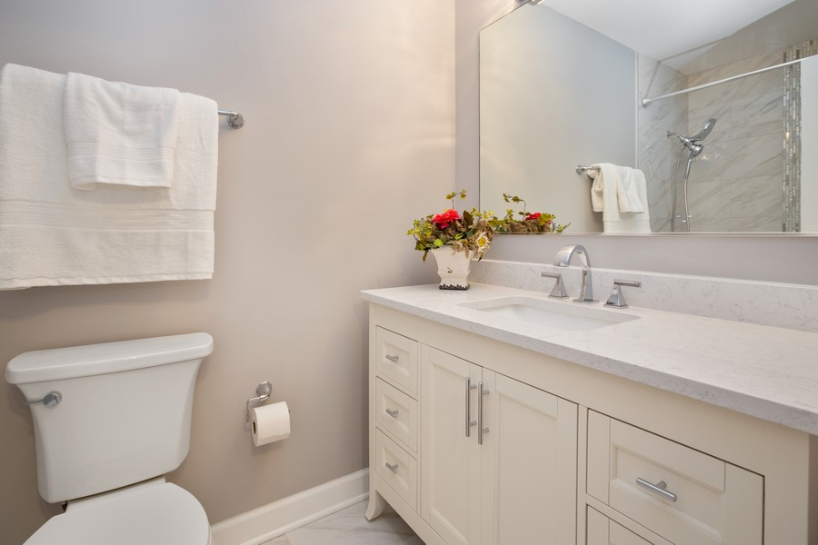 Real Estate Photography - 1116 S New Wilke Rd, Unit 109, Arlington Heights, IL, 60005 - Master Bathroom