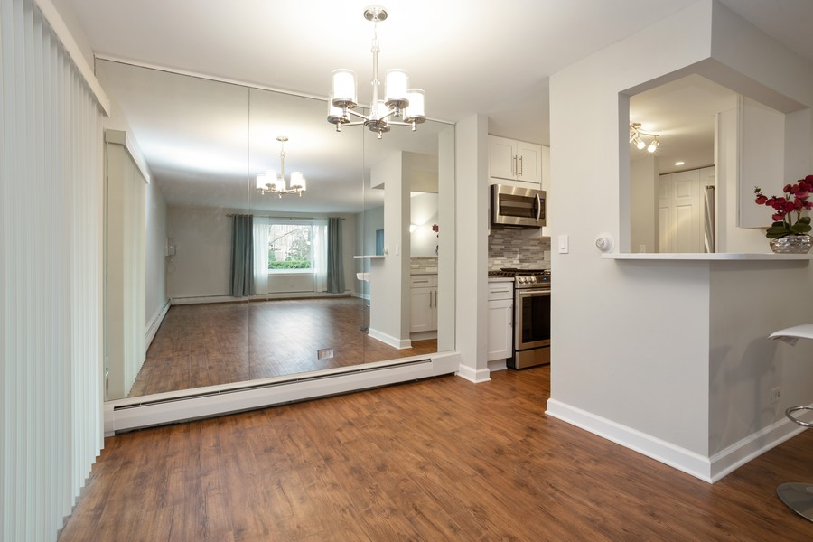 Real Estate Photography - 1116 S New Wilke Rd, Unit 109, Arlington Heights, IL, 60005 - Dining Room