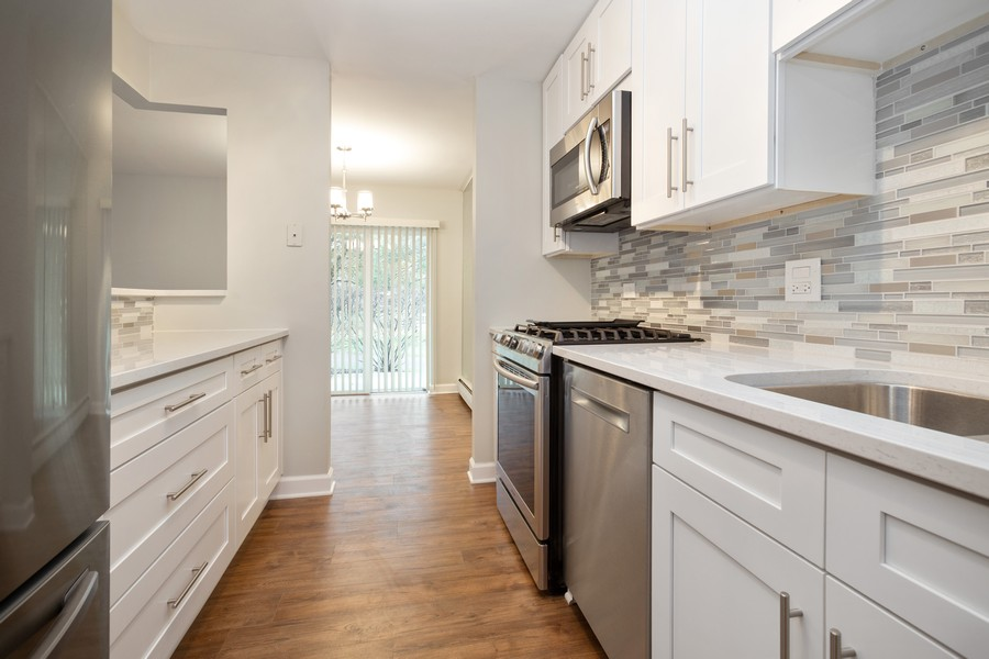 Real Estate Photography - 1116 S New Wilke Rd, Unit 109, Arlington Heights, IL, 60005 - Kitchen