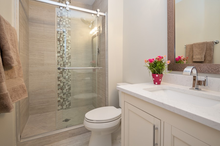 Real Estate Photography - 1116 S New Wilke Rd, Unit 109, Arlington Heights, IL, 60005 - Bathroom