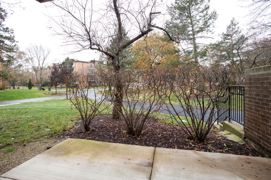 Real Estate Photography - 1116 S New Wilke Rd, Unit 109, Arlington Heights, IL, 60005 - Patio