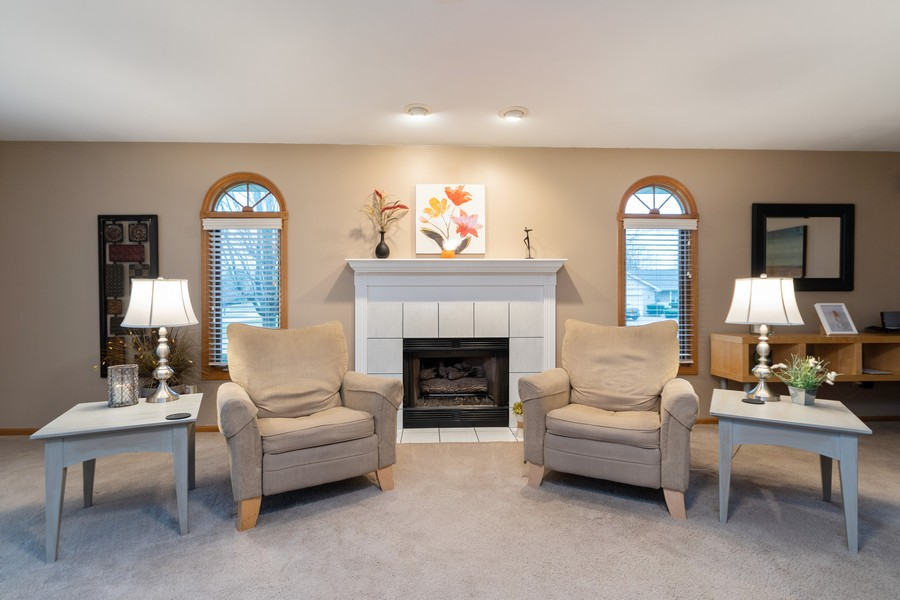 Real Estate Photography - 1956 Cornell, New Lenox, IL, 60451 - Living Room