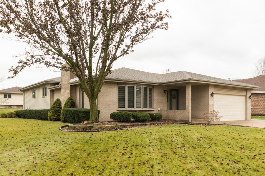 Real Estate Photography - 1956 Cornell, New Lenox, IL, 60451 - Front View
