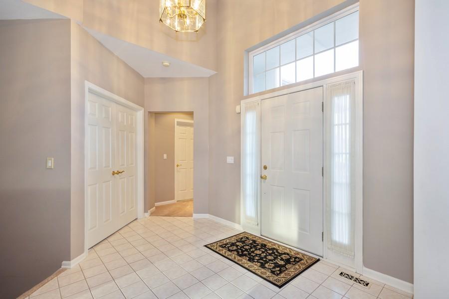 Real Estate Photography - 708 Ponds Ct., Oswego, IL, 60543 - Foyer