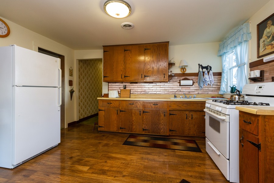 Real Estate Photography - 14828 E 1500 N, Grant Park, IL, 60940 - Kitchen