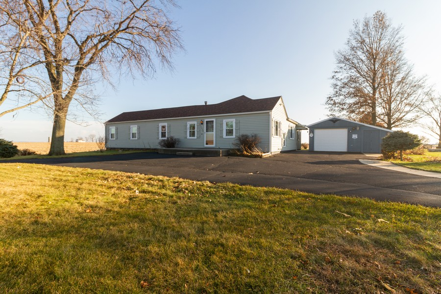 Real Estate Photography - 14828 E 1500 N, Grant Park, IL, 60940 - Front View