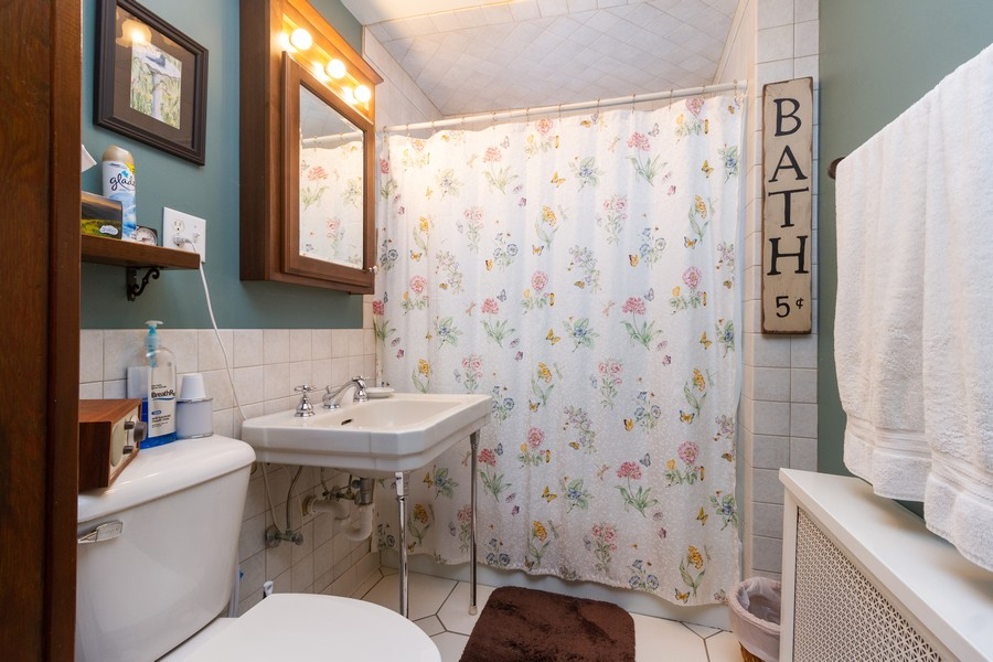 Real Estate Photography - 14828 E 1500 N, Grant Park, IL, 60940 - Bathroom