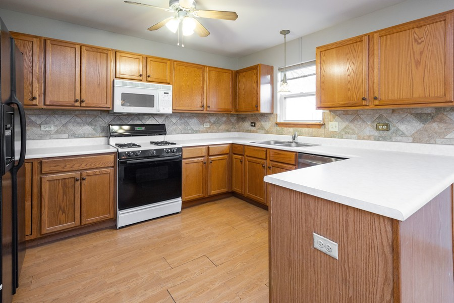 Real Estate Photography - 5614 Cider Grove Court, Plainfield, IL, 60586 - Kitchen