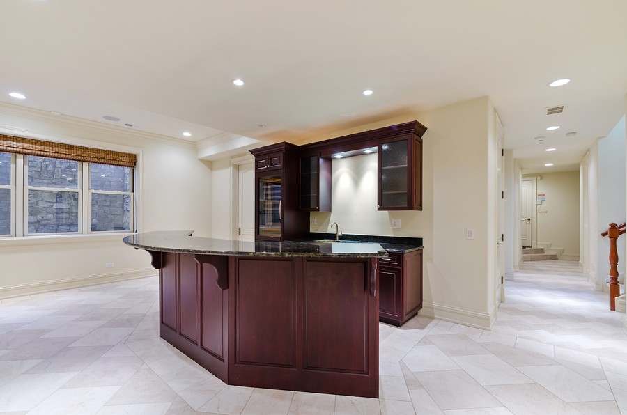 Real Estate Photography - 114 Mary St, Winnetka, IL, 60093 - Bar