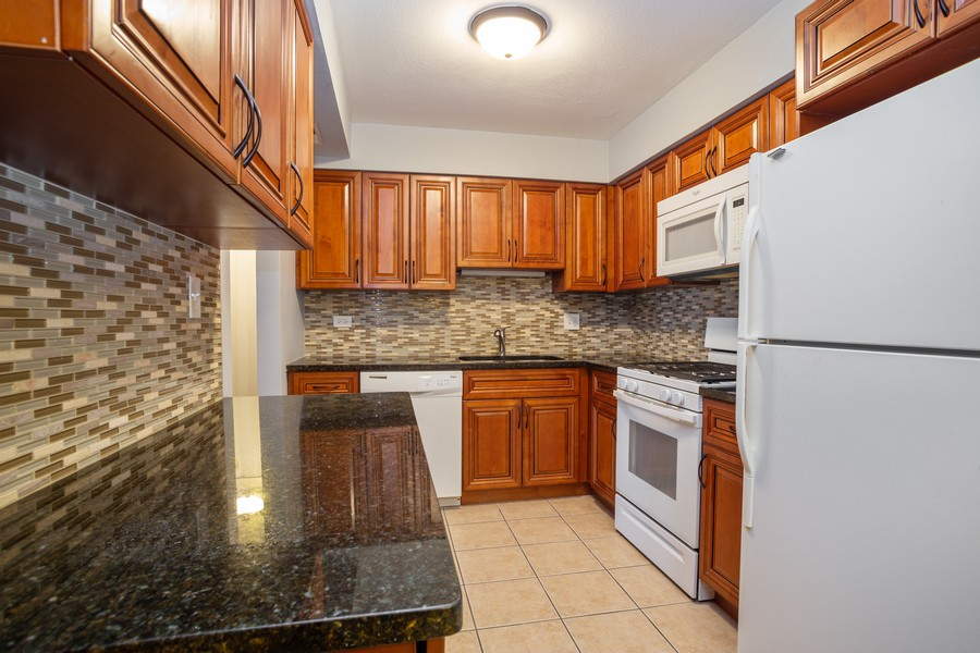 Real Estate Photography - 126 Lalomde, Unit 1C, Addison, IL, 60101 - Kitchen