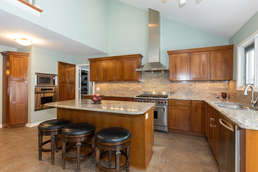 Real Estate Photography - 10960 Ashton Lane, Orland Park, IL, 60467 - Kitchen