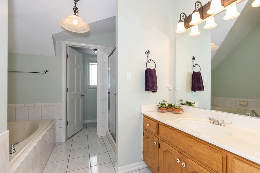 Real Estate Photography - 10960 Ashton Lane, Orland Park, IL, 60467 - 2nd Bathroom