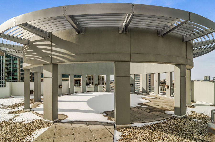 Real Estate Photography - 421 W Huron, Unit 1503, Chicago, IL, 60654 - Roof Deck