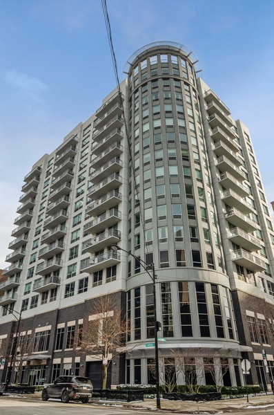 Real Estate Photography - 421 W Huron, Unit 1503, Chicago, IL, 60654 - Front View