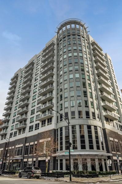 Real Estate Photography - 421 W Huron, Unit 1503, Chicago, IL, 60654 -