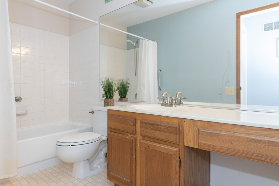 Real Estate Photography - 1718 Coach Drive, Naperville, IL, 60565 - 2nd Bathroom