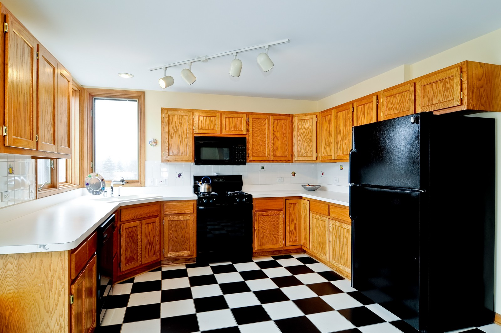Real Estate Photography - 26W011 Quail Run Drive, Wheaton, IL, 60187 - Kitchen