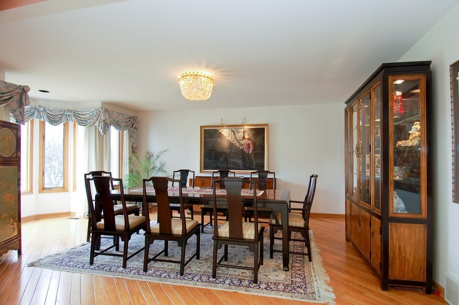 Real Estate Photography - 1611 Midwest Club Parkway, Oak Brook, IL, 60523 - Dining Room