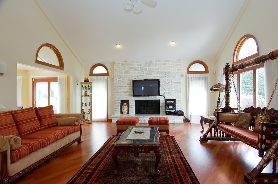 Real Estate Photography - 1611 Midwest Club Parkway, Oak Brook, IL, 60523 - Family Room