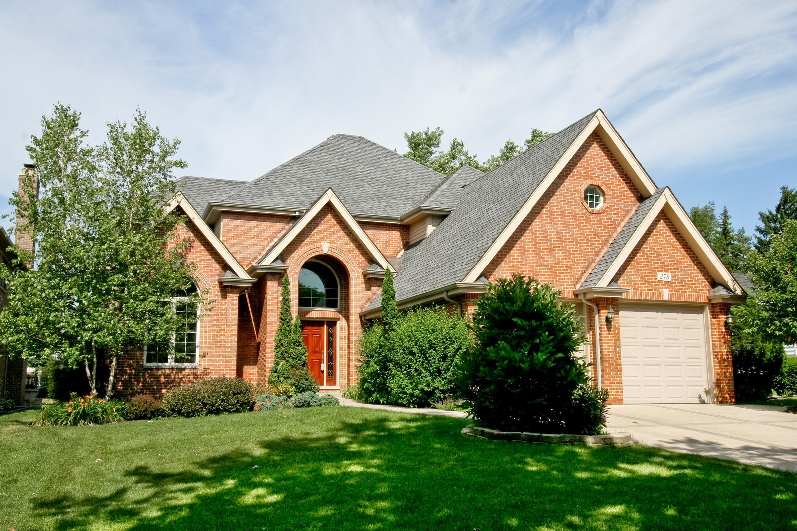Real Estate Photography - 278 Middaugh Rd, Clarendon Hills, IL, 60514 - Front View