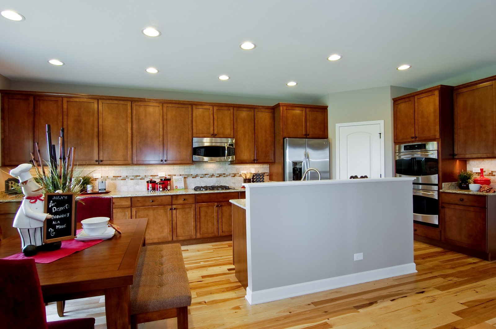 Real Estate Photography - 2648 Regency Court East, St Charles, IL, 60175 - Kitchen