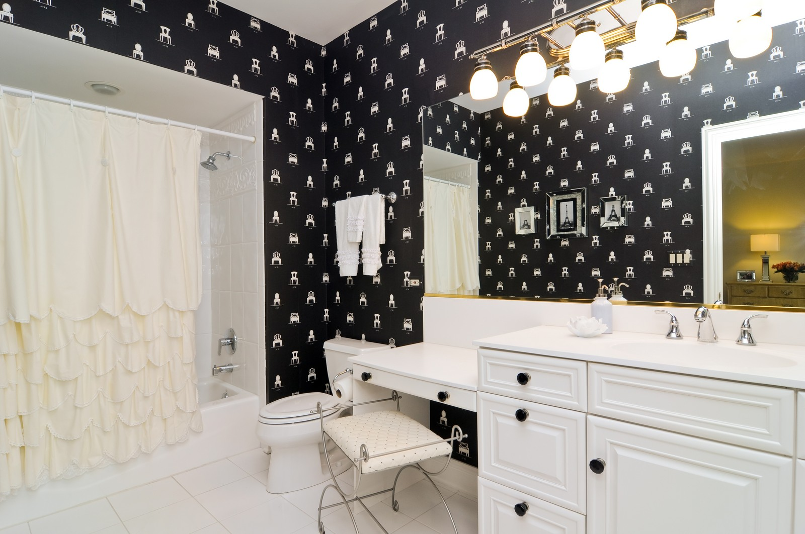 Real Estate Photography - 31 Lake Adalyn Drive, South Barrington, IL, 60010 - Guest Bathroom Suite