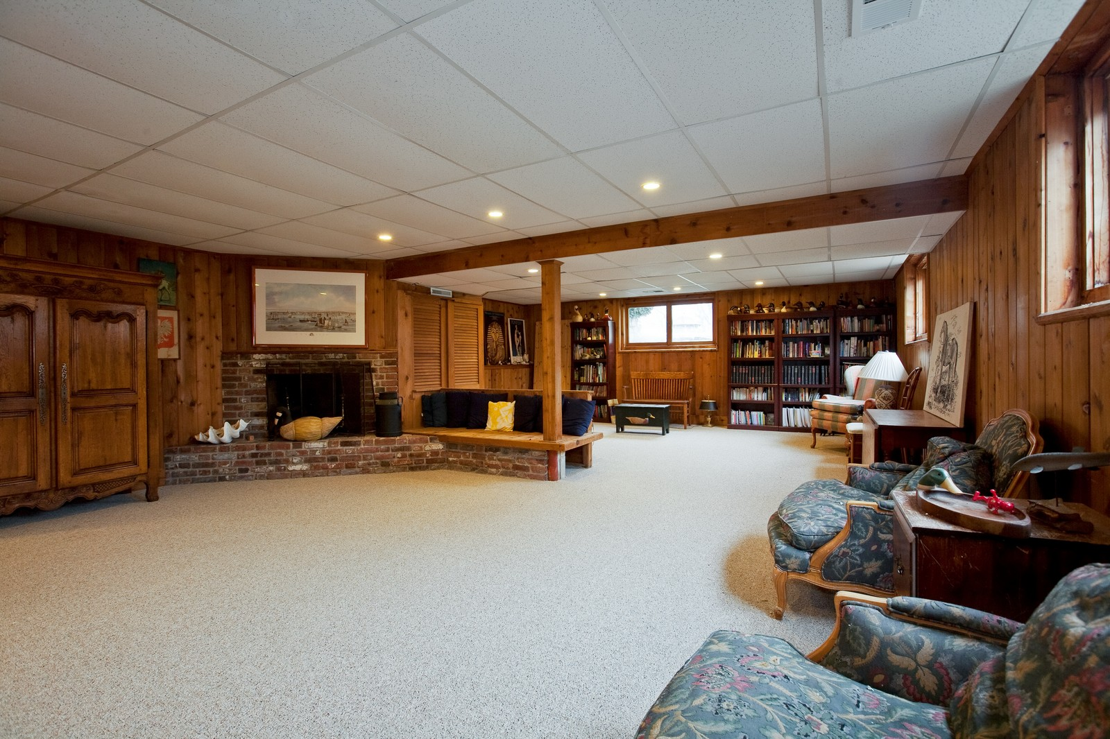 Real Estate Photography - 5324 Turvey Ct, Downers Grove, IL, 60515 - Family Room