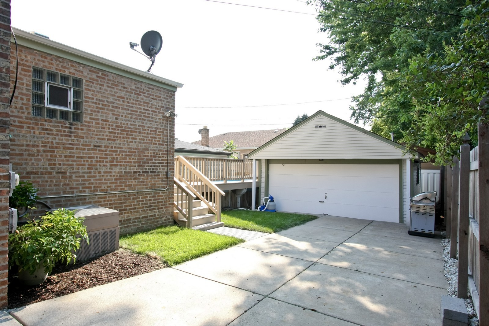 Real Estate Photography - 11468 S Homan, Chicago, IL, 60655 - Back Yard