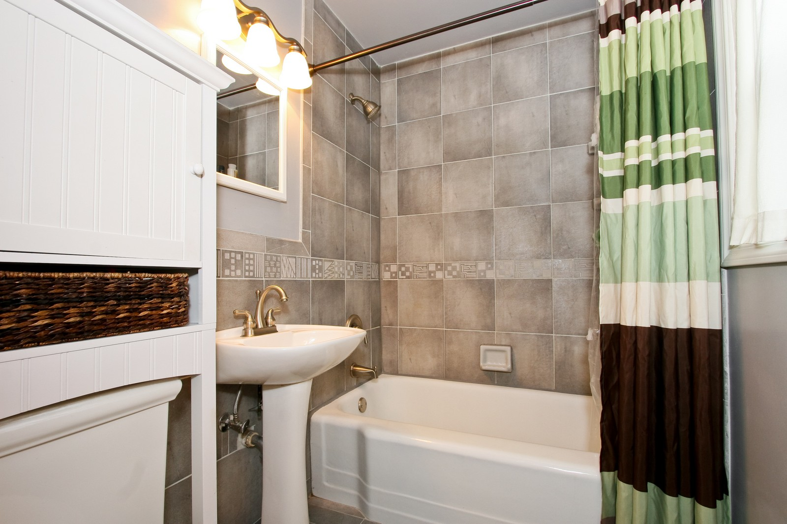 Real Estate Photography - 11468 S Homan, Chicago, IL, 60655 - Bathroom