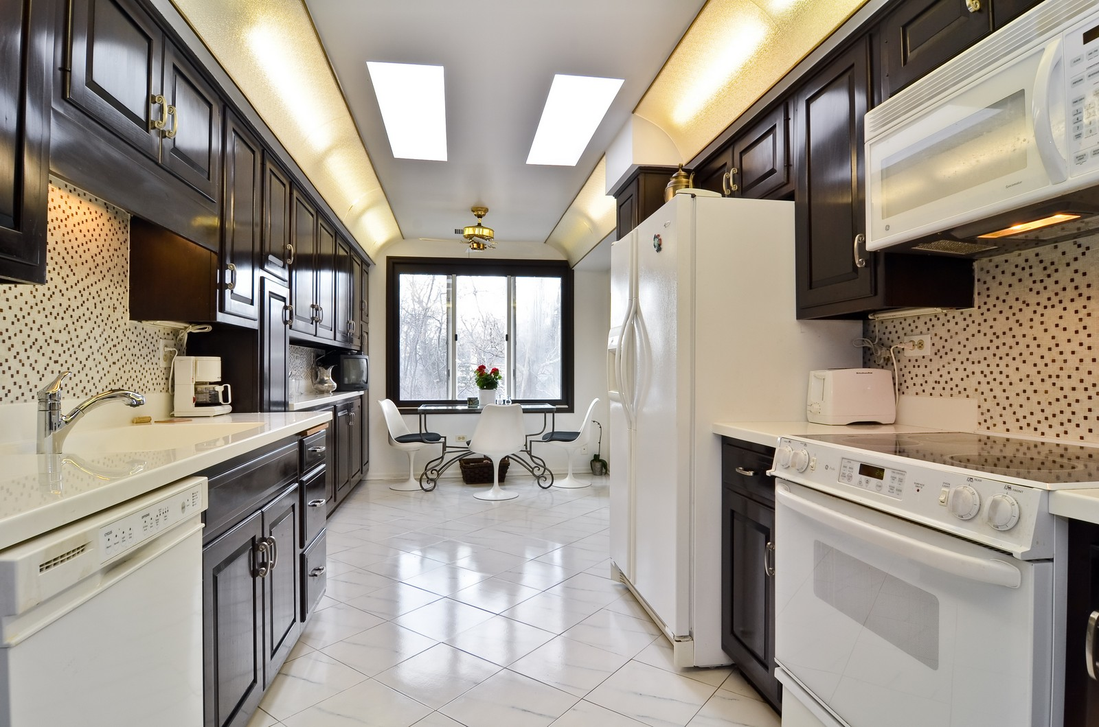 Real Estate Photography - 6450 Cicero, Unit 201, Lincolnwood, IL, 60712 - Kitchen