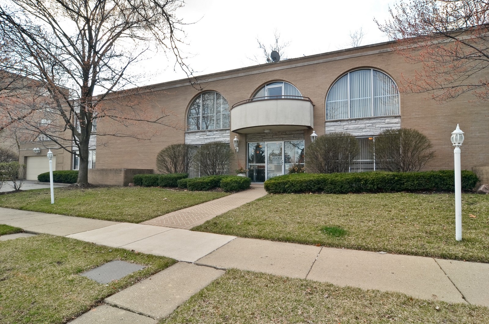 Real Estate Photography - 6450 Cicero, Unit 201, Lincolnwood, IL, 60712 - Front View