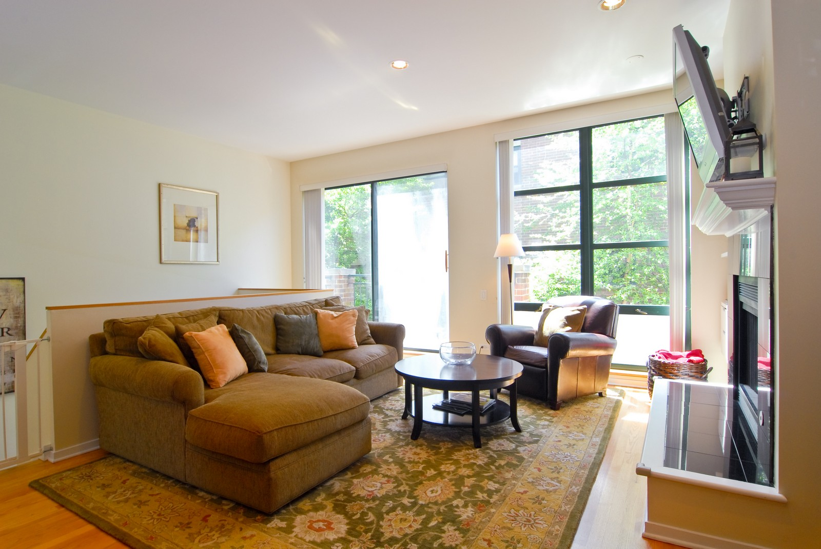 Real Estate Photography - 2501 N Wayne, Unit 17, Chicago, IL, 60614 - Living Room