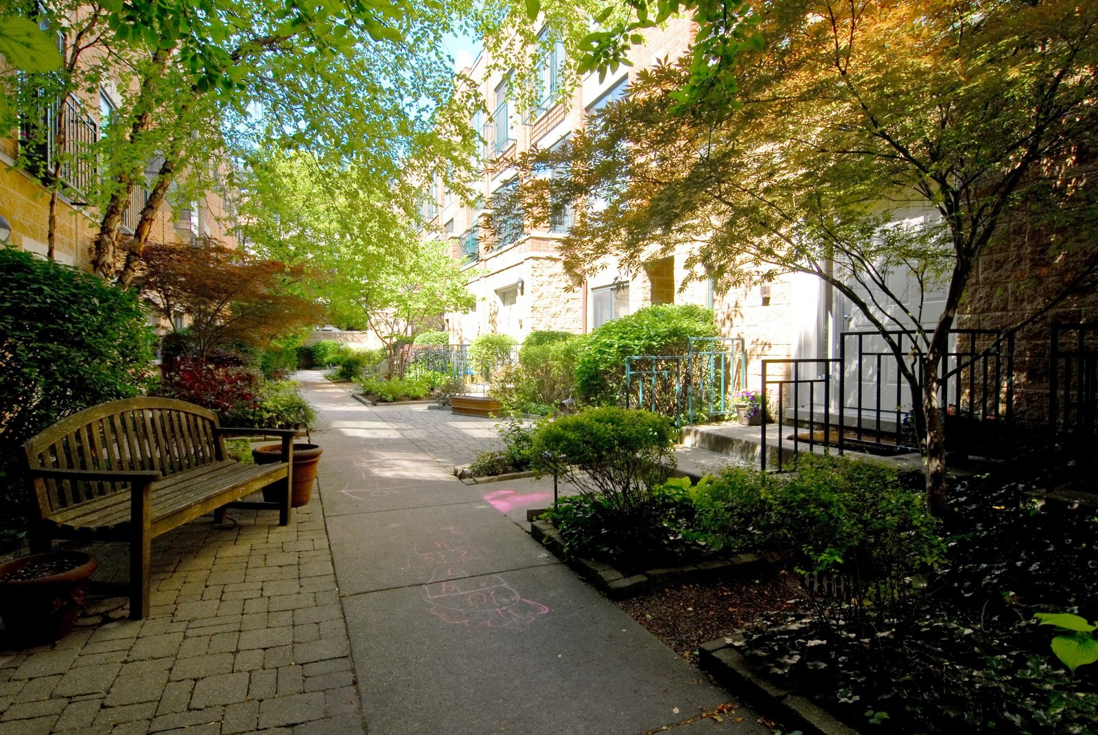 Real Estate Photography - 2501 N Wayne, Unit 17, Chicago, IL, 60614 - Courtyard