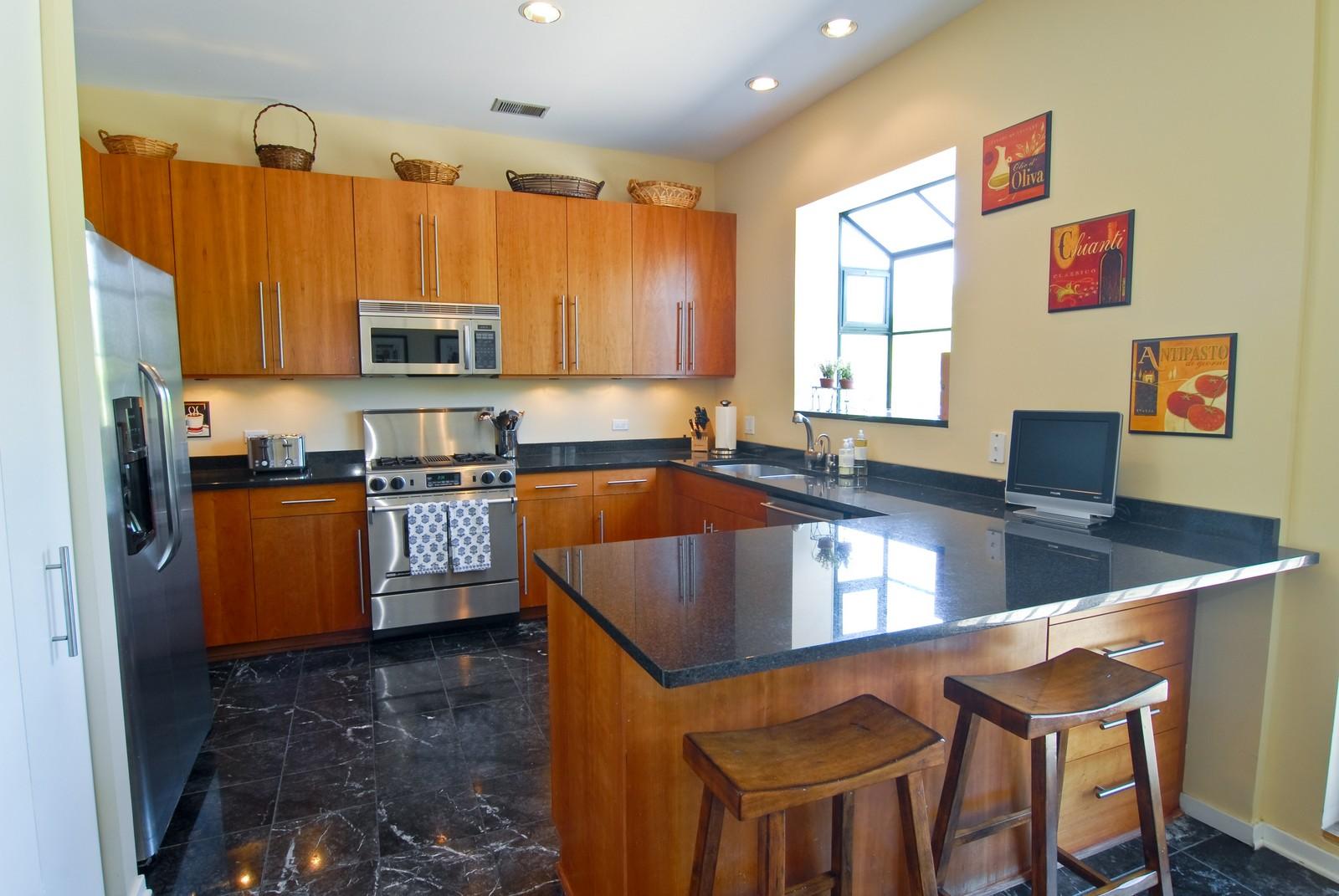 Real Estate Photography - 2501 N Wayne, Unit 17, Chicago, IL, 60614 - Kitchen