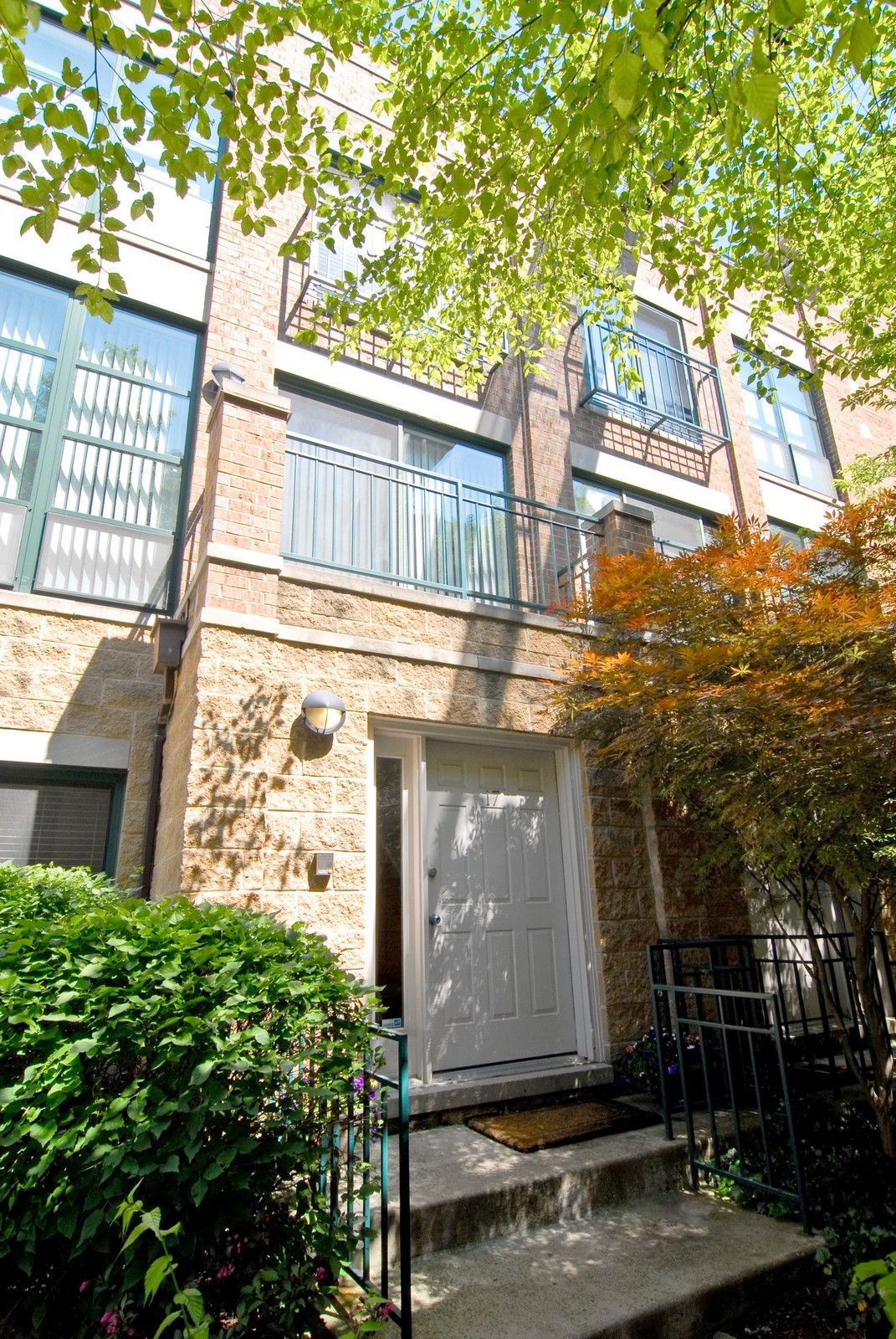Real Estate Photography - 2501 N Wayne, Unit 17, Chicago, IL, 60614 - Front View