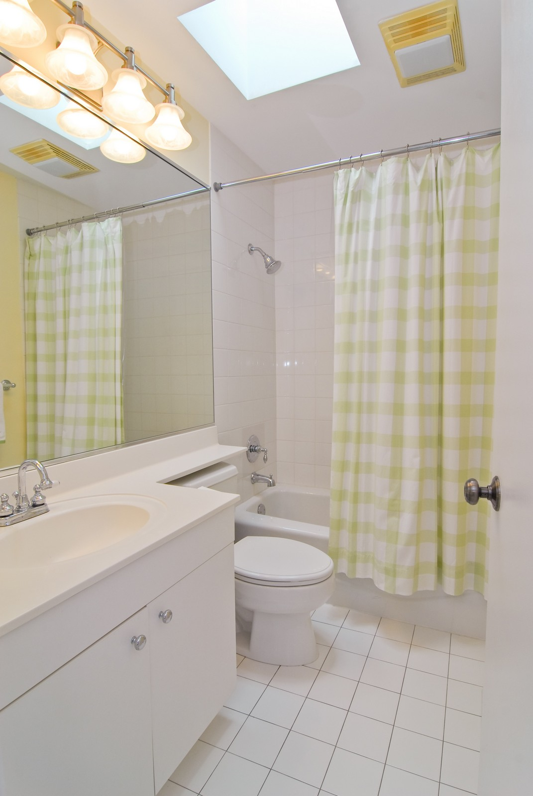 Real Estate Photography - 2501 N Wayne, Unit 17, Chicago, IL, 60614 - Bathroom