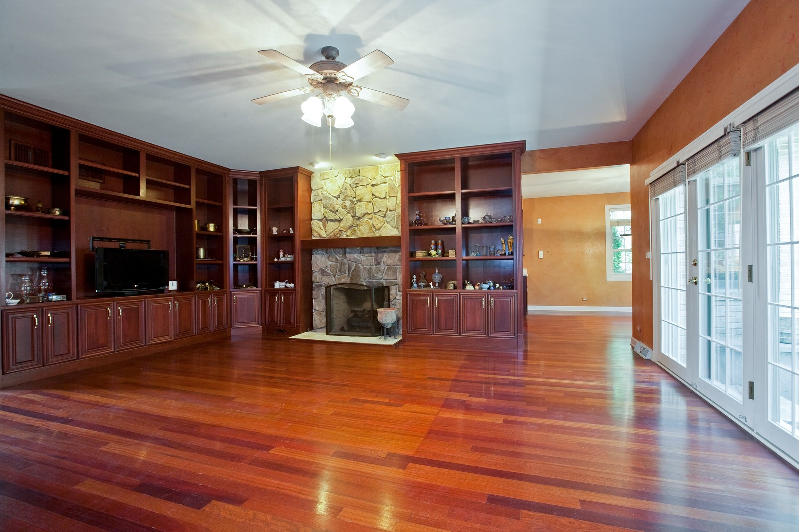 Real Estate Photography - 444 Lynn Ct, Clarendon Hills, IL, 60514 - Family Room