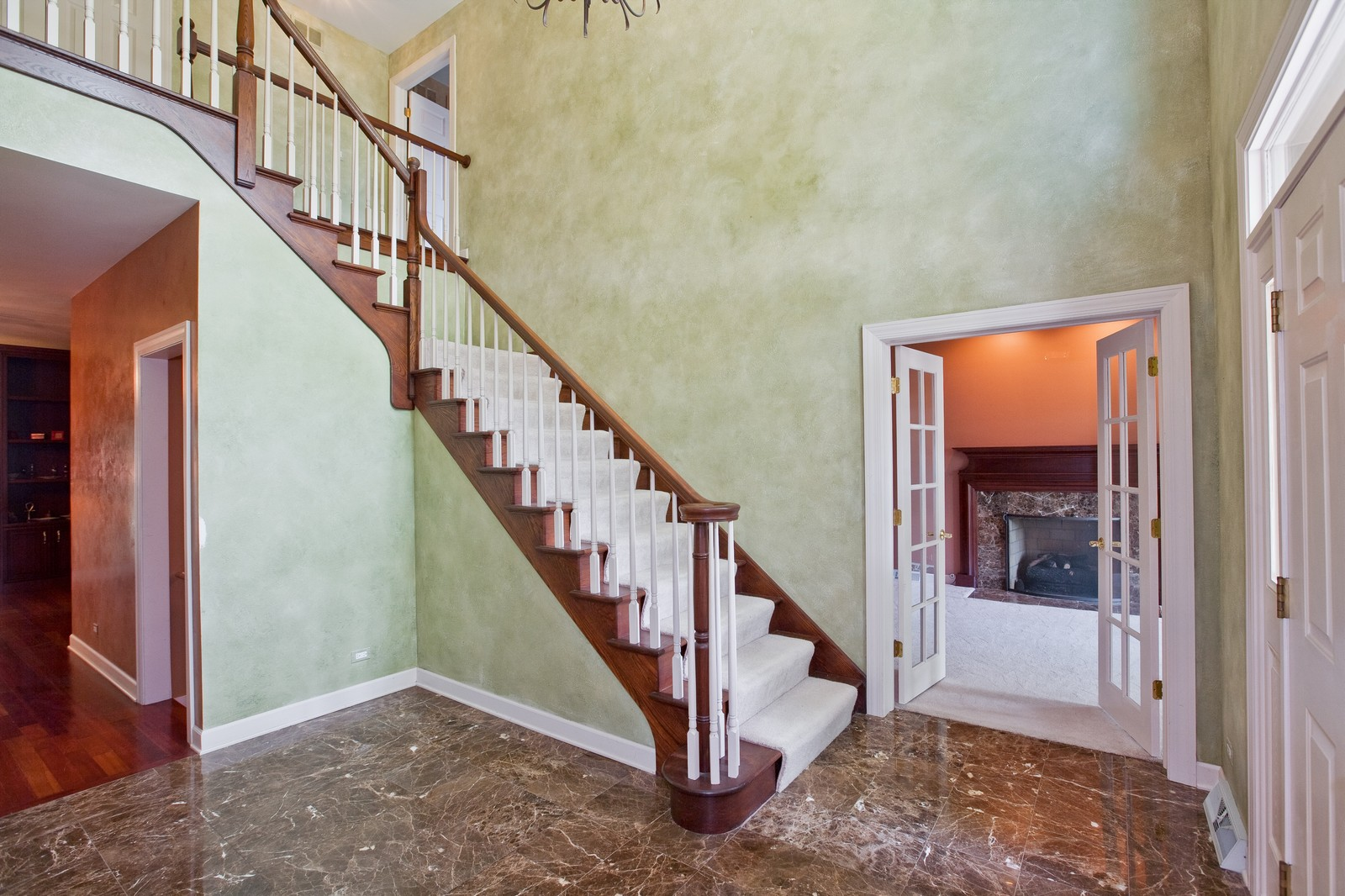 Real Estate Photography - 444 Lynn Ct, Clarendon Hills, IL, 60514 - Foyer