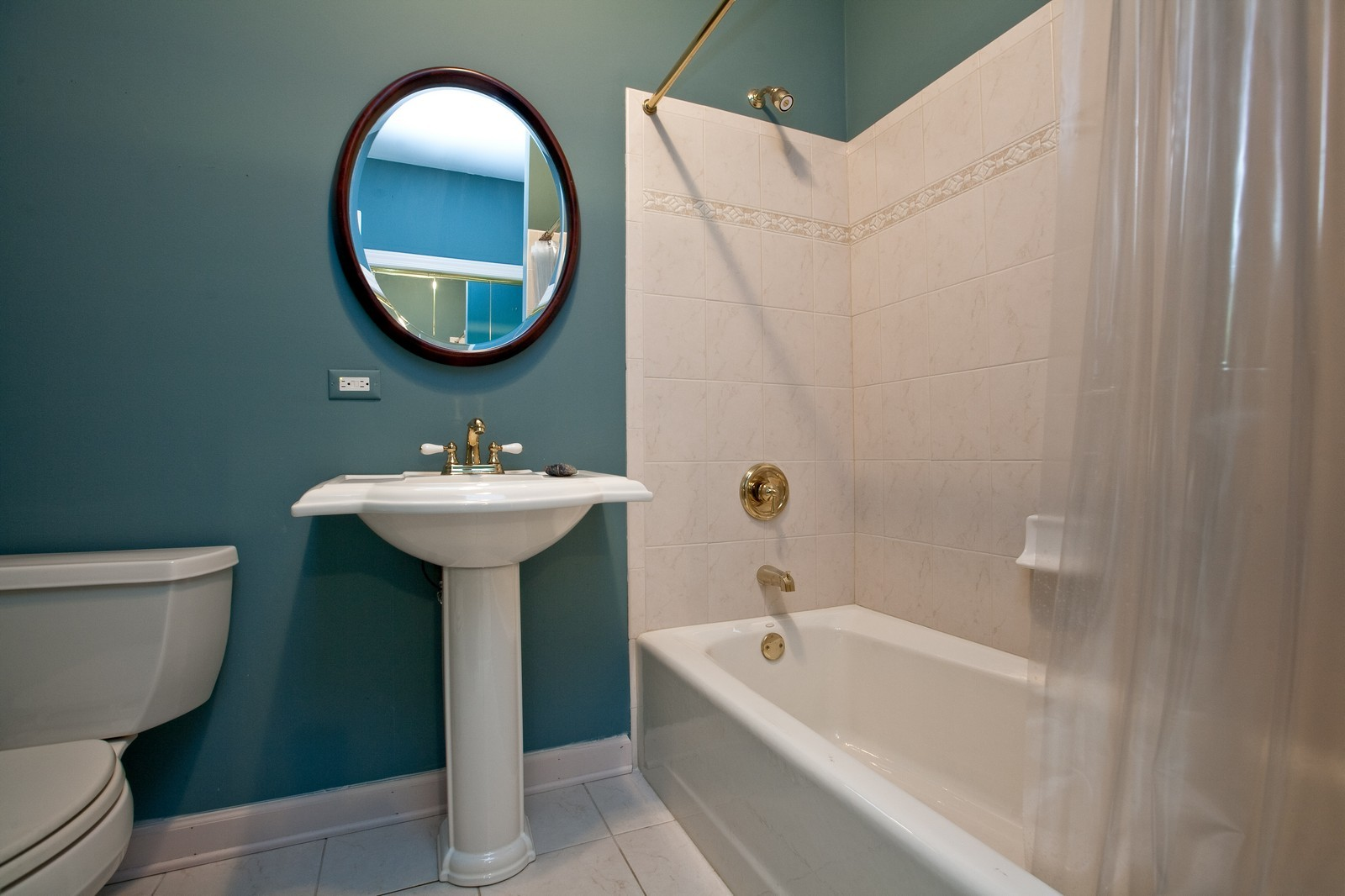 Real Estate Photography - 444 Lynn Ct, Clarendon Hills, IL, 60514 - Bathroom