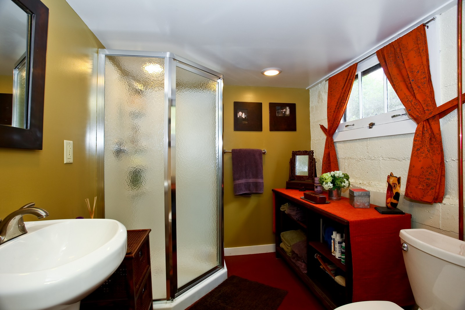 Real Estate Photography - 34W407 Maple Ln, St Charles, IL, 60174 - 2nd Bathroom