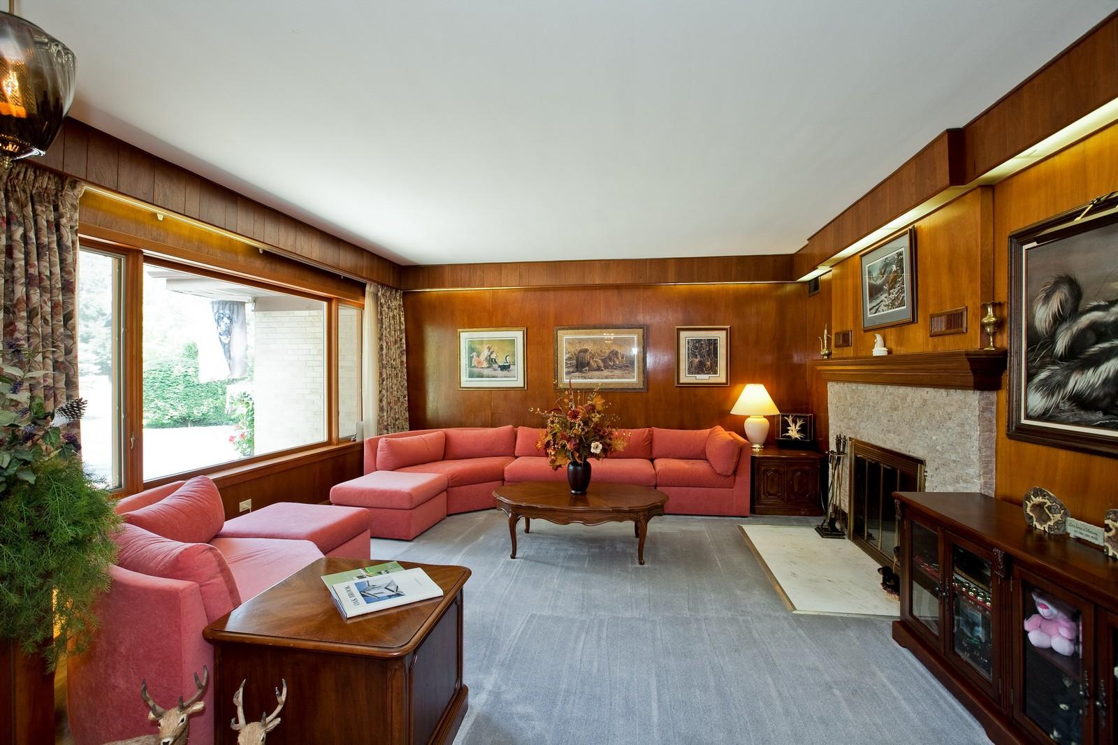 Real Estate Photography - 131 Woodland Dr, Oak Brook, IL, 60523 - Living Room