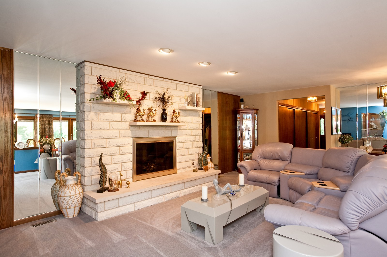 Real Estate Photography - 131 Woodland Dr, Oak Brook, IL, 60523 - Location 4