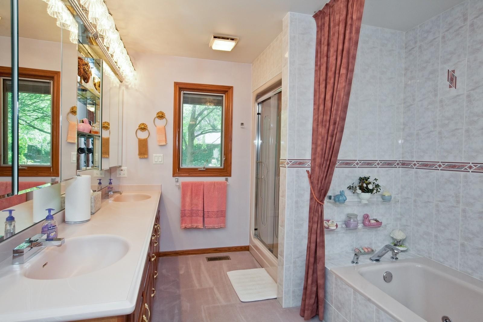 Real Estate Photography - 131 Woodland Dr, Oak Brook, IL, 60523 - Master Bathroom