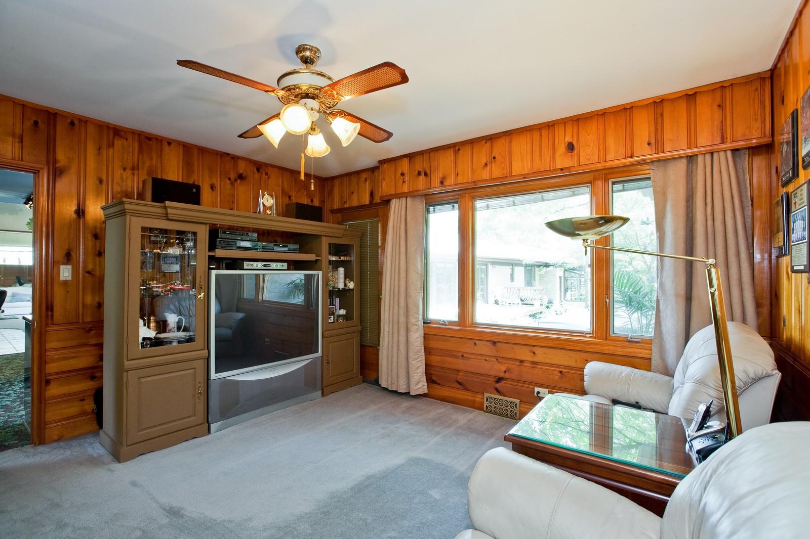Real Estate Photography - 131 Woodland Dr, Oak Brook, IL, 60523 - 3rd Bedroom