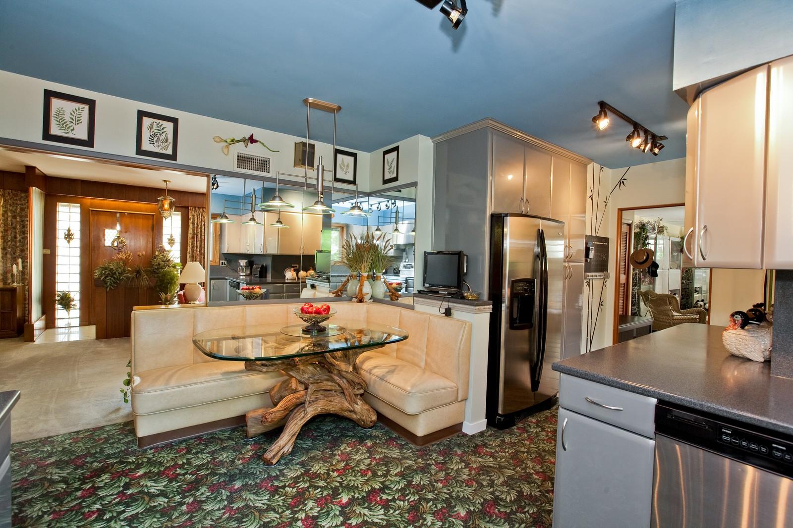 Real Estate Photography - 131 Woodland Dr, Oak Brook, IL, 60523 - Kitchen / Breakfast Room